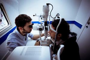 Controllo oculistico gratuito a bordo della Unità mobile oftalmica della IAPB Italia onlus