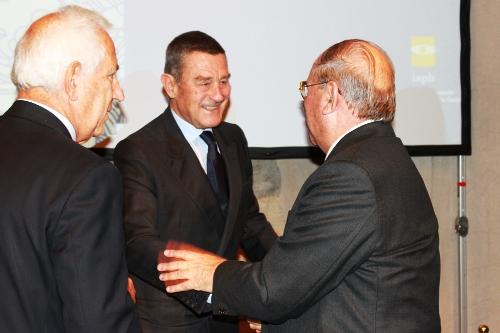 Al centro: Il Ministro della Salute Ferruccio Fazio stringe la mano all'avv. Giuseppe Castronovo, Presidente della IAPB Italia onlus