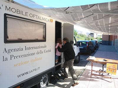 Unità mobile oftalmica della IAPB Italia onlus in Calabria