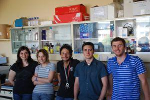Al centro il dott. Giovambattista Pani assieme ad altri ricercatori (Istituto di Patologia Generale della Facoltà di Medicina e Chirurgia dell'Università Cattolica di Roma)