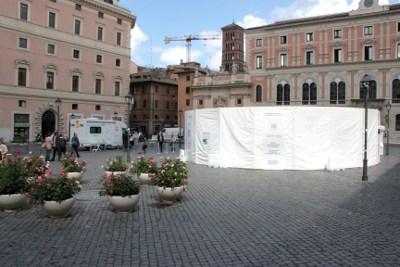 Tensostruttura sul diabete in piazza S. Silvestro (Roma, 29 maggio-1 giugno 2013)