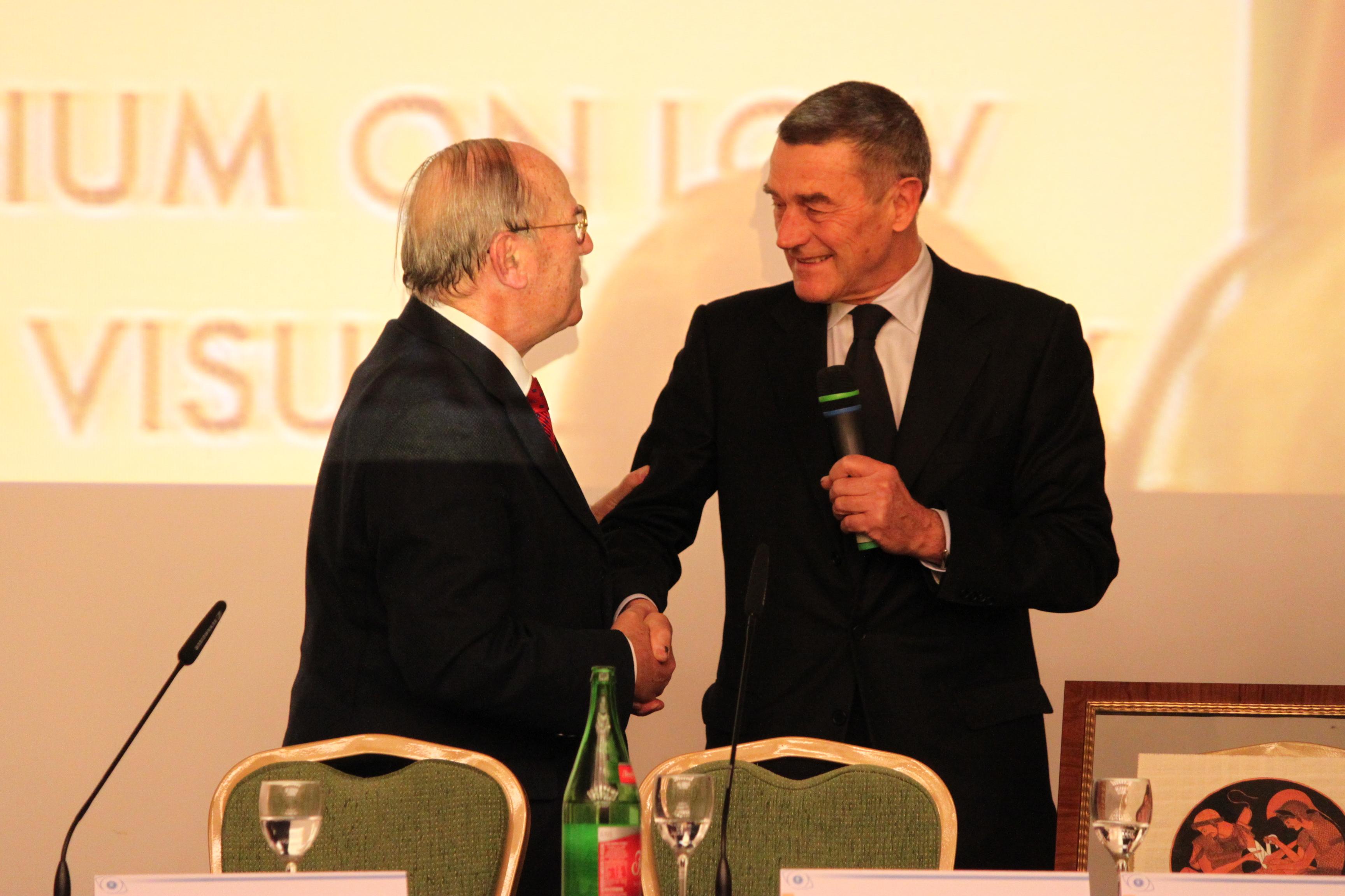 Da destra: Prof. Ferruccio Fazio, ex Ministro della Salute, e l'avv. Giuseppe Castronovo, Presidente della IAPB Italia onlus