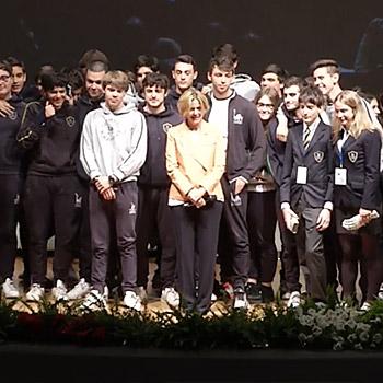 Il Ministro Lorenzin alla conclusione dei lavori con giovani studenti e ricercatori (Roma, 28 aprile 2016)