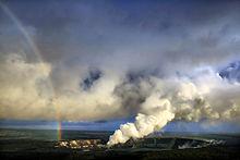 Polveri vulcaniche si levano nel cielo (Hawaii)