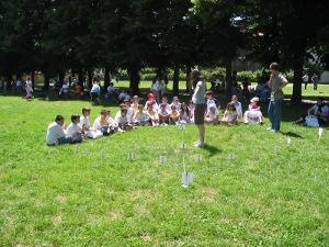 Bambini all'aria aperta: la luce del giorno fa bene alla vista soprattutto da piccoli