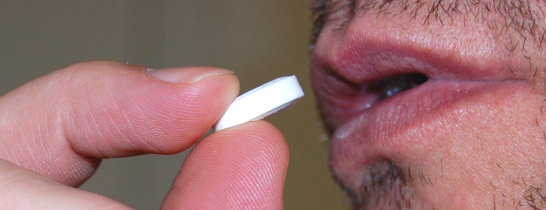 Assunzione di una compressa (farmaco)