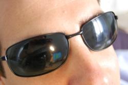 Proteggere gli occhi con filtri a norma di legge è importante per preservare la retina