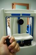 La microperimetria consente di stabilire il migliore punto retinico da sfruttare facendo una sorta di mappatura della funzionalità della retina: di solito precede il biofeedback
