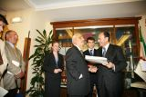 Il Presidente del Senato Renato Schifani consegna la costituzione in braille a Tommaso Daniele