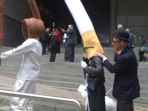 Campagna antifumo a Bruxelles: il fumo fa male anche alla vista