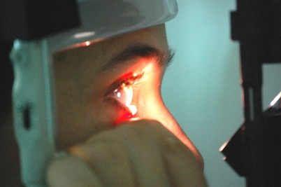 Controllo oculistico con lampada a fessura