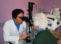 Visita oculistica in una struttura ospedaliera pubblica