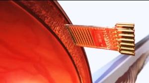 Chip sottoretinico per la stimolazione della retina: dotato di 1500 elettrodi, consente di restituire parzialmente la vista a malati di retinite pigmentosa