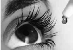 collirio_instillato_occhio-bianco_e_nero.jpg