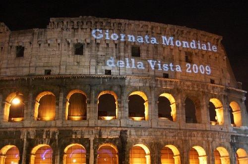 Colosseo con scritte luminose della IAPB Italia onlus-Agenzia internazionale per la prevenzione della cecità, in occasione della Giornata mondiale della vista 2009, dedicata soprattutto alle donne (Roma, 8 ottobre 2009)