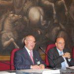 Avv. Giuseppe Castronovo, Presidente della IAPB Italia onlus, col Vicepresidente della Camera dei Deputati Antonio Leone (Sala del Mappamondo)