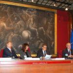 Conferenza stampa presso la Camera dei Deputati (Sala del Mappamondo). Da sinistra: Avv. Giuseppe Castronovo (Presidente IAPB Italia onlus), Nicoletta Carbone (Radio 24), Vice Ministro Ferruccio Fazio (Salute) e il prof. Filippo Cruciani (Sapienza e Polo)