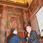 Il Presidente della IABP Italia onlus Giuseppe Castronovo stringe la mano al Presidente del Senato della Repubblica Schifani (Palazzo Giustinani, Sala Zuccari, 12 ottobre 2011)