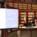 Da destra: avv. Giuseppe Castronovo, Presidente della IAPB Italia onlus, e Fabrizio Frizzi, moderatore in occasione della conferenza per la Giornata mondiale della vista 2012