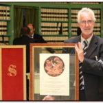 Francesco Cicogna del Ministero della Salute ha ricevuto il Premio Internazionale G.B. Bietti conferito da Giuseppe Castronovo, Presidente della IAPB Italia onlus (Sala degli Atti Parlamentari, Biblioteca G. Spadolini del Senato, 10 ottobre 2013)
