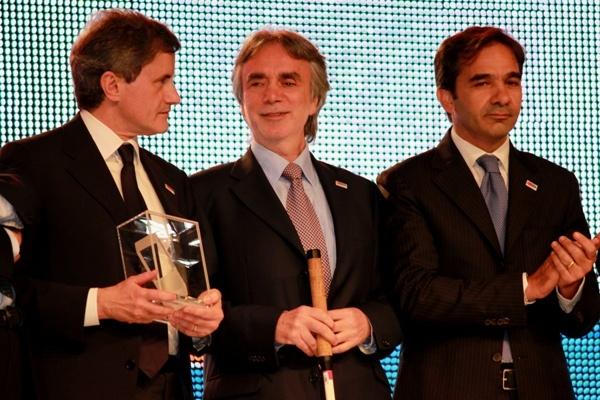 Da destra il Segretario Generale della IAPB Italia onlus T. Melchiorre, il membro della Direzione nazionale della IAPB Italia M. Corcio e il Sindaco di Roma G. Alemanno (Piazza del Popolo, 3 ottobre 2010)
