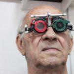 Occhialini di prova a bordo di Unità mobile oftalmica della IAPB Italia onlus durante una ricerca scientifica (Latina, 21 maggio 2013)