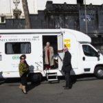 Unità mobile della IAPB Italia onlus per i check-up oculistici gratuiti per gli anziani (Roma, 16 maggio 2011)