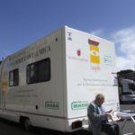 Persona che si è sottoposta a check-up oculistico il 16 maggio 2011 a Roma in occasione della campagna 'Prima di tutto la salute' (con Roma Capitale)