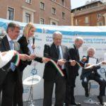 Inaugurazione della tensostruttura sul diabete a Roma (p.za S. Silvestro, 29 maggio-1 giugno 2013). Ha tagliato il nastro il Prof. R. Lauro, rettore Università di Tor Vergata