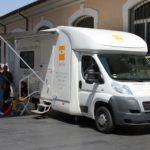 Unità mobile oftalmica della IAPB Italia onlus nei pressi di p.za Vittorio a Roma
