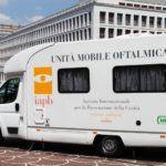 Unità mobile oftalmica della IAPB Italia onlus in piazza Kennedy, presso il Sanit (Roma, 14-17 giugno 2011), con check-up oculistici gratuiti aperti a tutti