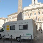 8 ottobre 2009, Giornata mondiale della vista. Controlli oculistici gratuiti a Roma di fronte a Palazzo Montecitorio con la UMO (Unità mobile oftalmica) della IAPB Italia onlus
