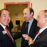 Visita presso il Polo Nazionale per la Riabilitazione Visiva presso il Gemelli. Da sinistra il dott. Wing-Kun Tam (presidente del Lions Clubs International), il dott. Silvio Mariotti (OMS) e il Presidente della IAPB Italia onlus Castronovo (maggio 2012)