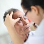 Visita di persona diabetica (controllo oculistico). Foto di Sumit Bajaj (per IAPB int.)