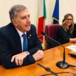 Il primo piano il dott. Matteo Piovella (Presidente SOI), sulla destra Annalisa Manduca (giornalista di Radio Uno)