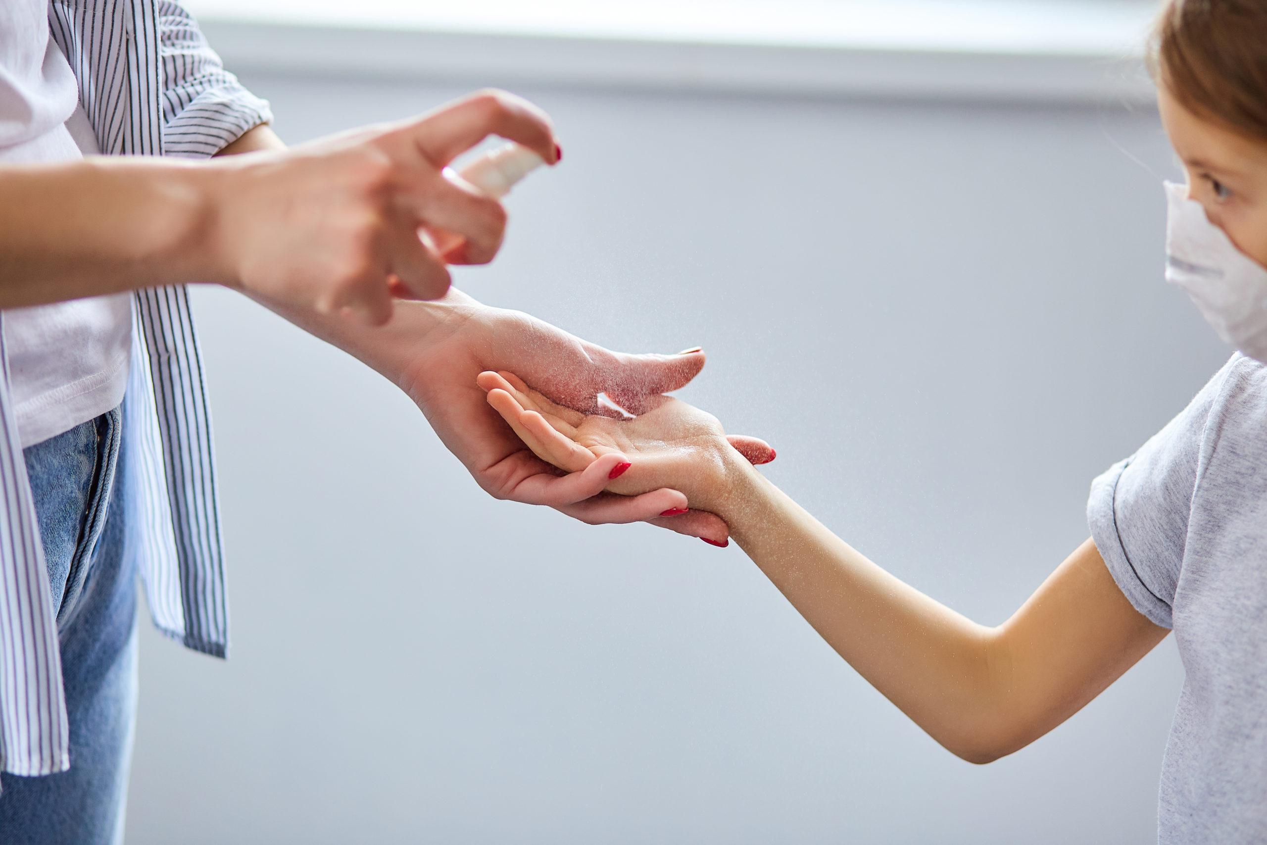 Igienizzanti mani pssono danneggiare la salute degli occhi dei bambini